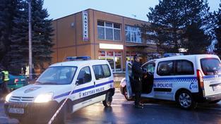 Během útoku zemřelo osm lidí, střelec se zabil sám