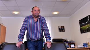 Miroslav Pelta a jeho dvě židle