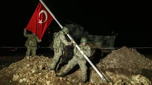 Turečtí vojáci během operace, jejímž cílem byla záchrana vzácných ostatků