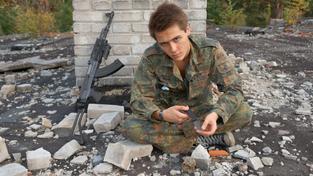 Slovenští branci cvičí se zbraněmi, tvrdí ale o sobě, že nejsou polovojenskou organizací. Ilustrační snímek