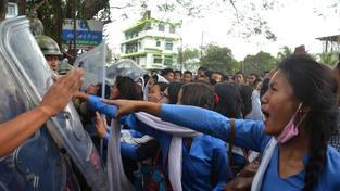 Jedna demonstrace kvůli znásilnění v Dimapuru, které má muslim na svědomí, se konala už ve středu. To ještě dav nevzal pomstu do svých rukou