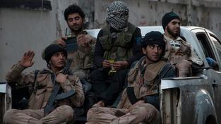 Britští vojenští instruktoři naučí Syřany zacházet s lehkými zbraněmi