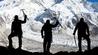 ilustrační snímek: Přesně rok po tragédii se k Mount Everestu vracejí horolezci