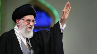 Íránský nejvyšší duchovní vůdce ájatolláh Alí Chameneí slíbil, že do vyjednávání jaderné dohody nebude zasahovat