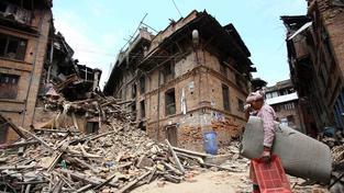 Jedno z nejničivějších zemětřesení v Nepálu si vyžádalo tisíce obětí