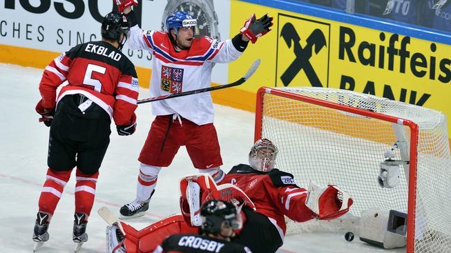 Česko mohlo mít na kontě alespoň jeden gól, sudí ho ale neuznali kvůli Koukalovu postavení v brankovišti