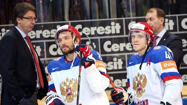 Zklamaní Ovečkin (vlevo) a Kuljomin