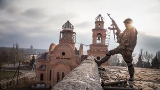 Na východě Ukrajiny stále zuří krvavé boje mezi proruskými separatisty a ukrajinskými jednotkami