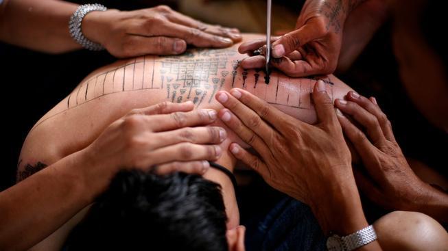 Pro Thajce je tradiční tetování takřka posvátnou záležitostí s velkým duchovním rozměrem