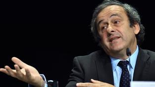 Michel Platini varuje před bojkotem MS ve fotbale 2018