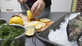 Ryba, ovoce, zelenina, to vše pomáhá snížit riziko rakoviny dělohy. Ilustrační snímek