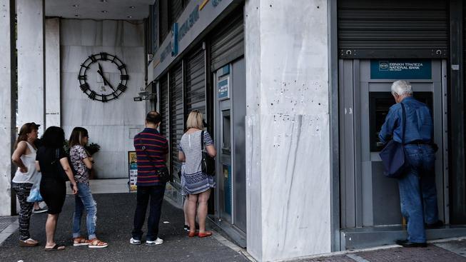 Řekové se o víkendu snažili vybrat co nejvíce peněz