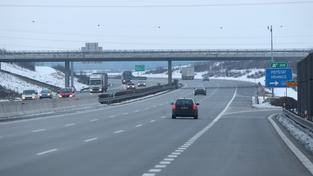 Daniel  Stupárek házel na projířdějící auta na dálnici z mostu polena, podle soudního znalce byl v tu dobu nepříčetný