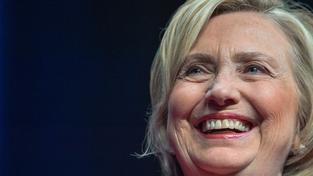 Hillary Clintonová dostala za necelé tři měsíce od dárců v přepočtu více než miliardu korun