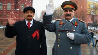 Dvojníci Lenina a Stalina jsou pro turisty velkou atrakcí