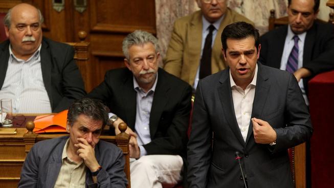 Premiér Tsipras se snažil přesvědčit členy vlastní strany o potřebnosti nových reforem