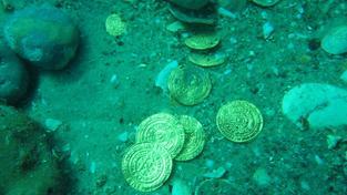 Ve vraku našla rodina Schmittových zlaté mince a řetězy (ilustrační snímek)