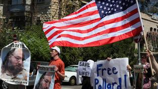 Pollard má mnoho stoupenců, kteří bojovali za jeho propuštění, doživotní trest považují za příliš přísný