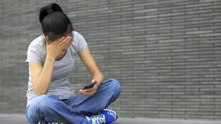 Trávíte příliš času s telefonem v ruce? Pravděpodobně trpíte depresí... (ilustrační snímek)