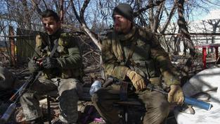 V povstaleckých řadách bojují i ruší vojáci