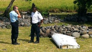 Část letadla, která by údajně mohla patřit pohřešovanému stroji z letu MH370