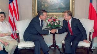 Václav Havel se společně s Jozefem Moravčíkem sešli s americkým prezidentem Georgem Bushem starším, aby ho ujistili, že rozdělení Československa je skutečně vzájemná dohoda a nehrozí žádný ozbrojený konflikt
