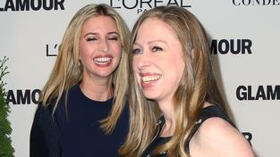 Chelsea Clintonová (vlevo) a Ivanka Trumpová jsou blízké přítelkyně. Přežije jejich přátelské pouto volební boj jejich rodičů?