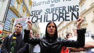 Norská sociální služba je nemilosrdná. Pokud se jí jen zdá, že je dítě zanedbávané, rodičům ho odebere