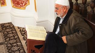 Duchovní svolával věřící do mešity slovy o tom, že se mají modlit místo toho, aby se flákali u Facebooku (ilustrační snímek)