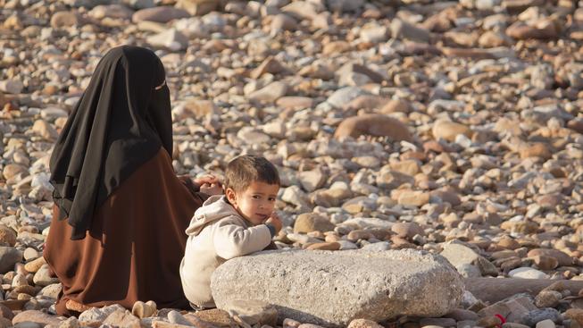 Rodina je základ státu, o jehož vybudování hnutí Islámský stát jde. A pokud nebudou mít bojovníci dost žen, stěží nějaké rodiny založí (ilustrační snímek)