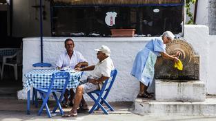 Lidé v tzv. modrých zónách si umí jídlo užít. Ilustrační foto