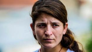 Osmnáctiletá Džinán přežila zajetí Islámského státu. V knize popisuje, jak funguje trh s otroky