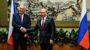 Zeman s Putinem v Pekingu, kam oba dorazili na oslavu 70. výročí konce druhé světové války v Asii
