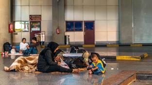 Syrská rodina na řecko-makedonských hranicích