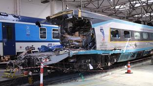 Nová opatření na přejezdech by měla do zabránit podobně tragickým nehodám jako byla srážka pendolina s kamionem u Studénky