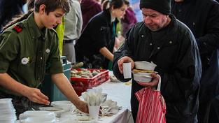 Vánoční charitativní oběd pro chudé lidi a bezdomovce zorganizovaný loni gdaňskými restauratéry