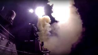 Záběr ze záznamu s útokem ruského námořnictva na cíle v Sýrii, který zveřejnilo ruské ministerstvo obrany