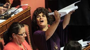 Zasedání italského Senátu bývají velmi emotivní