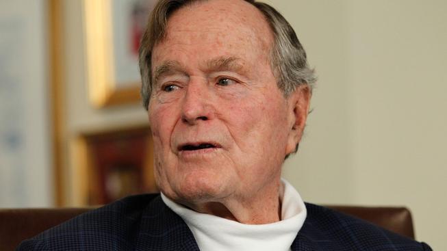 Bývalý americký prezident George Bush kritizuje, jak vláda jeho syna zasahovala po 11. září
