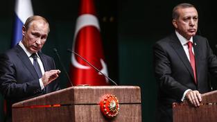 Putin a Erdogan ještě loni vedli čilé rozhovory. Teď čeká turecko-ruské vztahy přinejmenším zmražení