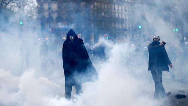 Demonstranti, kteří se v předvečer globální klimatické konference střetli v Paříži s policií