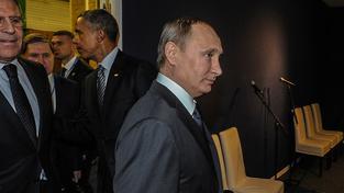 Putin a Obama (v pozadí) v Paříži