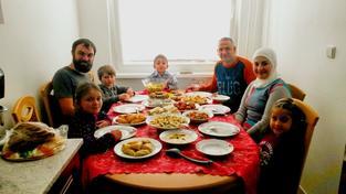 Rodina Odvedle:  Sekání české rodiny a rodiny ze Sýrie
