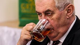 Jsem zklamaný, že Řecko zůstalo v eurozóně, prohlásil prezident Miloš Zeman