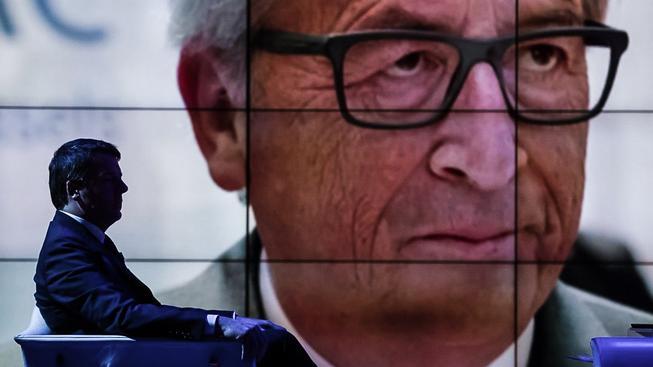 Italský premiér Matteo Renzi a předseda Evropské komise Jean-Claude Juncker se v lásce rozhodně nemají
