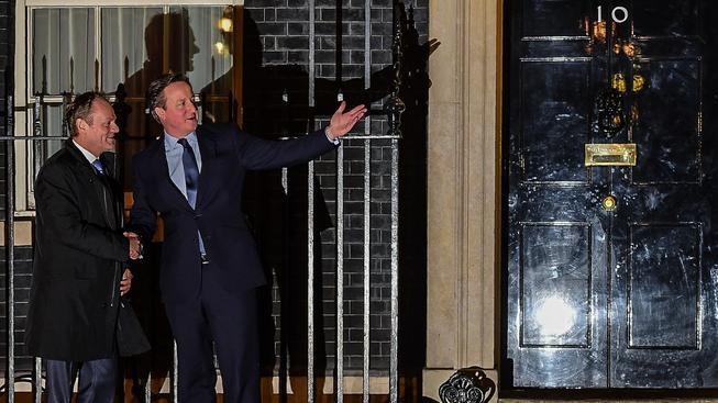 Britský premiér David Cameron (vpravo) pozval předsedu Evropské rady Donalda Tuska na jednání, ke shodě ale nedošlo