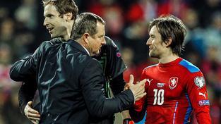 Pavel Vrba, Petr Čech a Tomáš Rosický během kvalifikačního utkání s Islandem