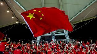 Čínští fanoušci během kvalifikačního zápasu s Hong Kongem
