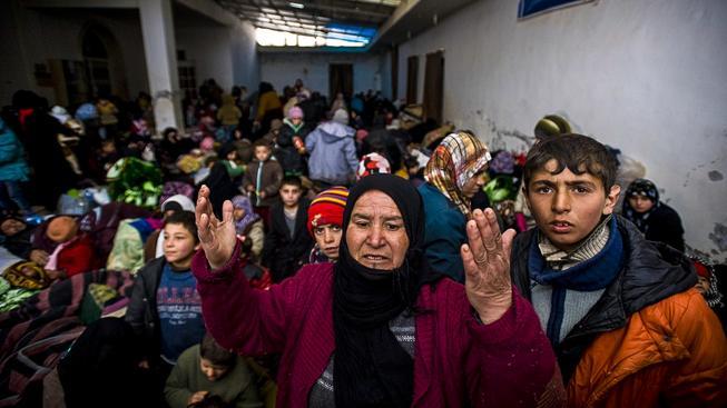 Na syrsko-tureckých hranicích uvízlo asi 30 tisíc syrských uprchlíků z Allepa