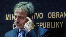 Upovídaný Stropnický by měl zvážit rezignaci, zní i z vlády. Babiš za ním stojí